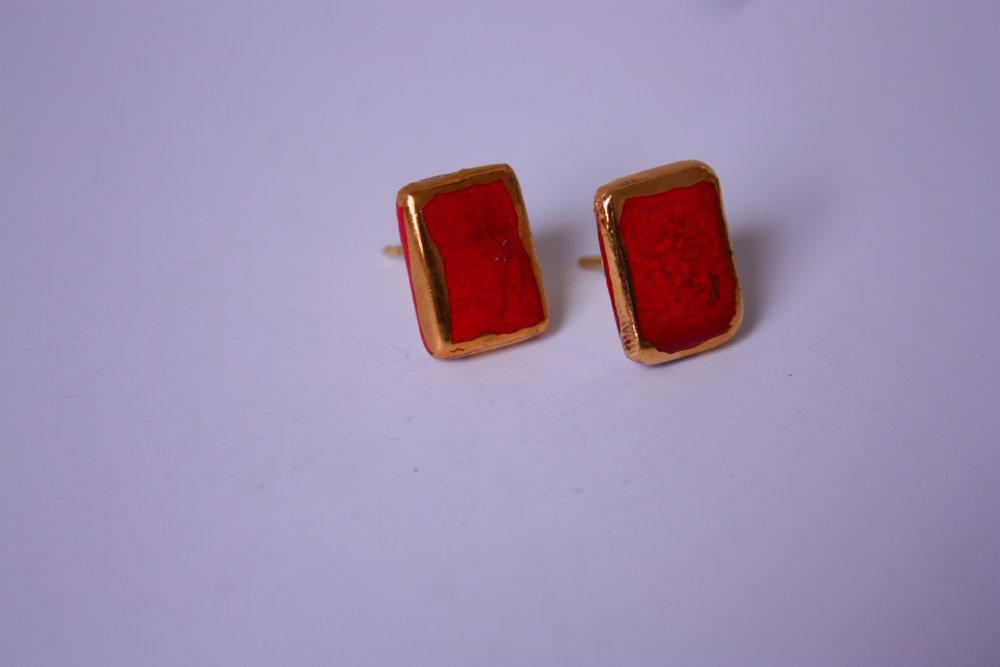 Pendientes rojo filo oro