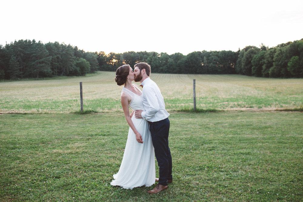 Ma magnifique meilleure amie et son mari lors de leur mariage champêtre en Côte-d'Or.