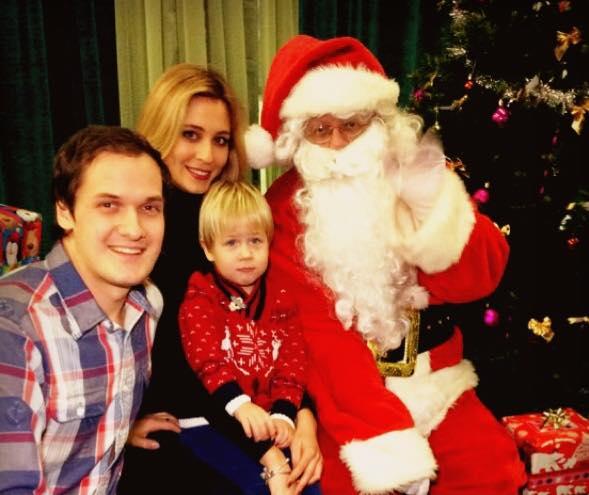 CIDT Ice Show 2014 Arkadiy Valeria & Santa.jpg