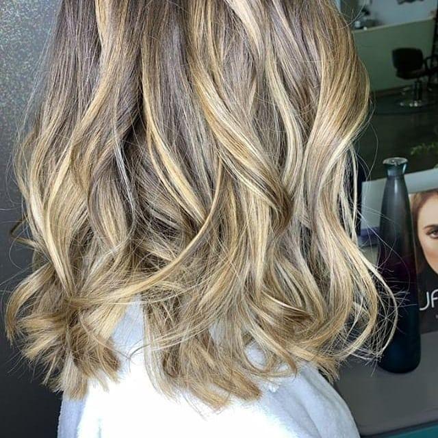 Those colors though. 😍 ▫️Hair by Haley▫️ . . #hairgoals #hairbyhaley #balayage #balayagehighlights #haircolor #mediumhairstyles #salonphd #salon #salonservices #salonhair #greathairday #bereaoh