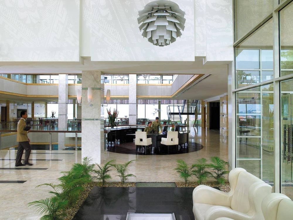 (N)49p003h - Lobby Reception.jpg