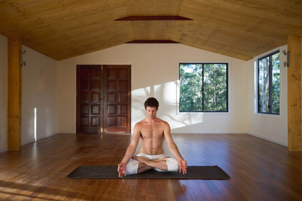 Nick_bradley_Easy_pose_lotus__akhanda_yoga_teacher_training_Gold_coast_yog_studio_banner.jpg
