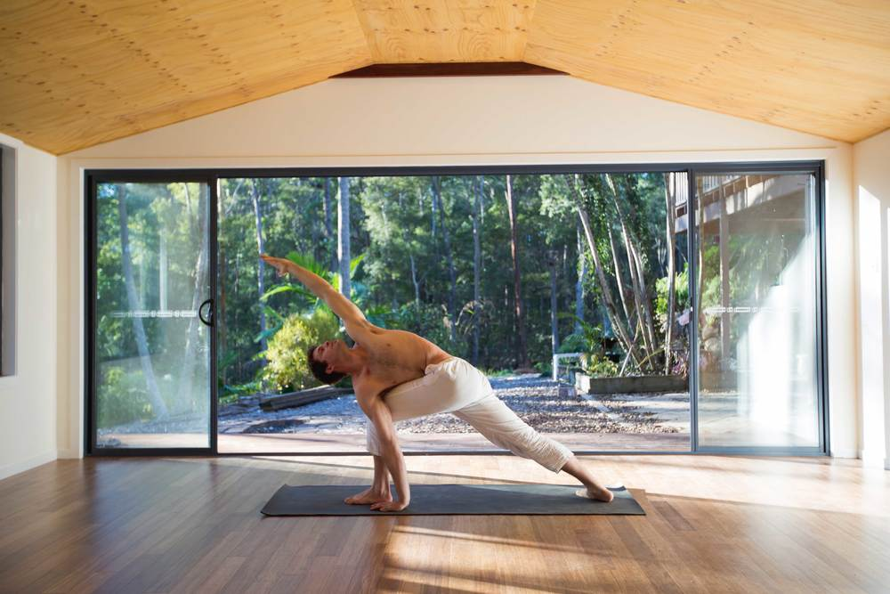 Nick_bradley_pavritta_parsva_konasona_akhanda_yoga_teacher_training_Gold_coast_yoga_studio_banner.jpg