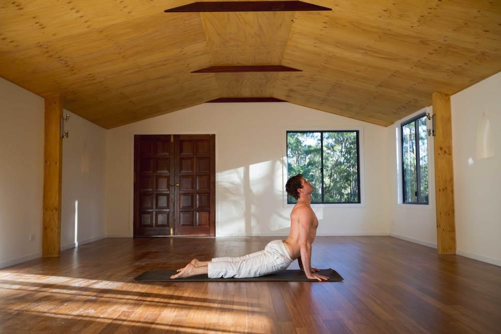 Nick_bradley_upward_dog_akhanda_yoga_teacher_training_Gold_coast_yoga_studio_banner.jpg