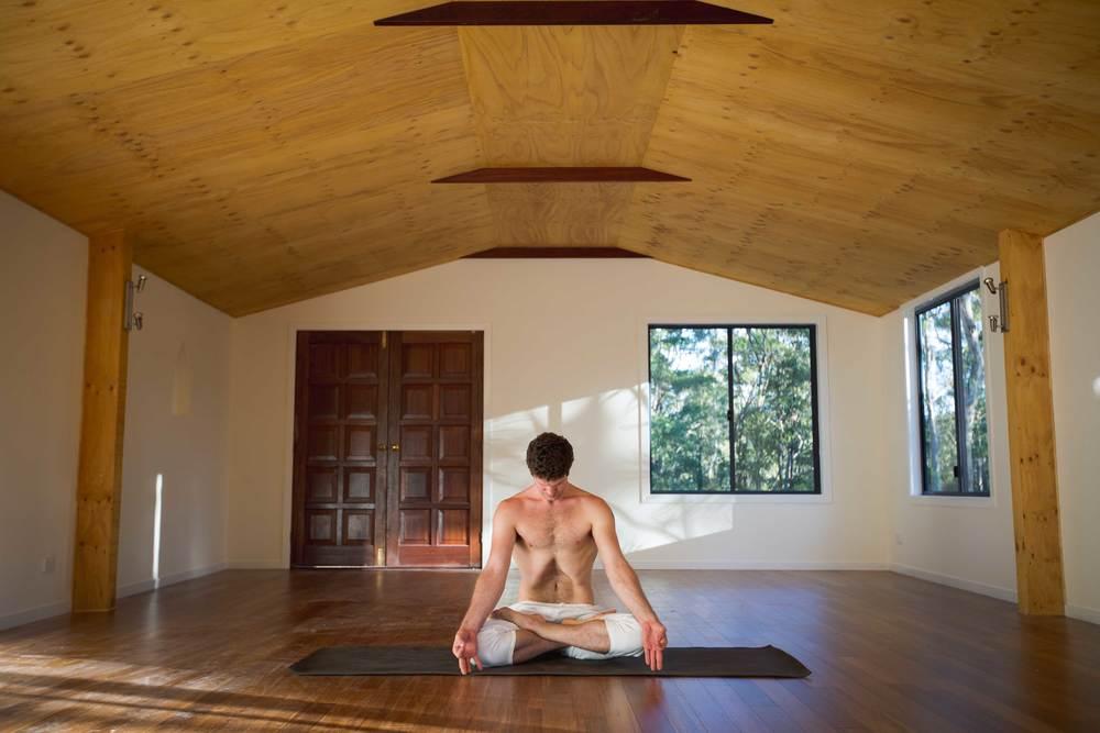 Nick_bradley_Uddiyana_bandha_akhanda_yoga_teacher_training_Gold_coast_yoga_studio_banner.jpg