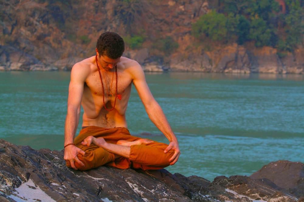 india_yoga_pose_Uddiyana_bandha_Nick_bradley_banner.jpg