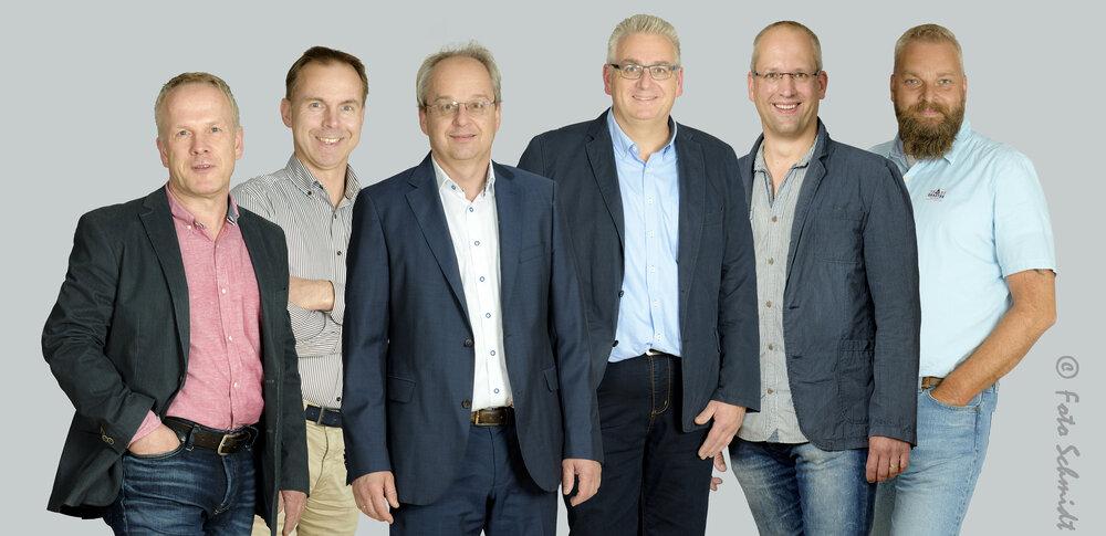 Vorstand der Kraftfahrzeug-Innung Oldenburg: v.l.n.r.: Ralf Rüdebusch, Ralf Bartzsch, Jörg Stallkamp, Dieter Meyer, Dirk Welmmann, Jan Harms, Karsten Vahl