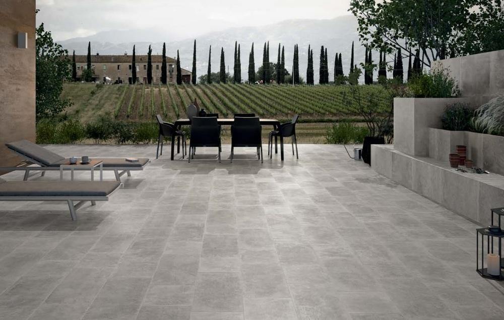 pavimenti e rivestimento termosanitaria bra emilceramica pietra.jpg