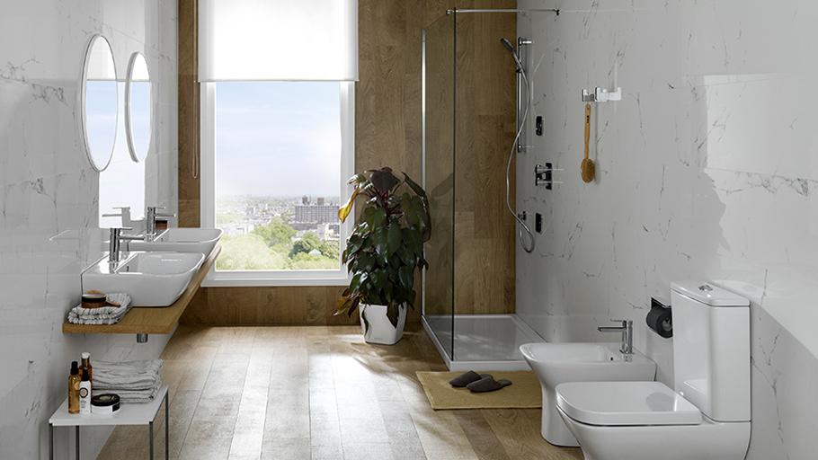 Bagno Stile Minimalista : Vasca da bagno in stile minimalista pulito e spazioso bagno
