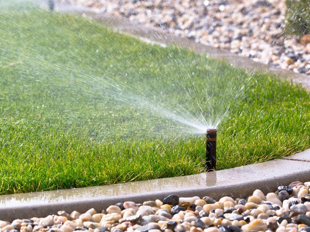 irrigazione-automatica-terreno-umido-prato bra cuneo termosanitaria bra sistemi irrigazione hunter .jpg