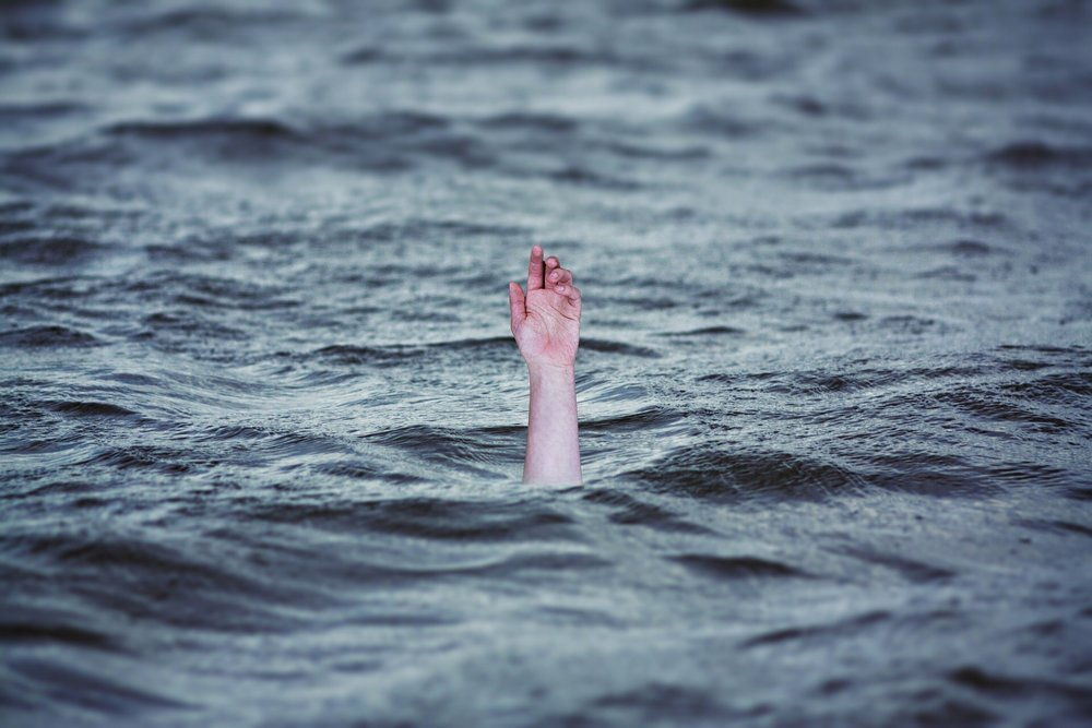 A DROWNING MAN IS A POOR SAVIOR - How to not be hurt so easily