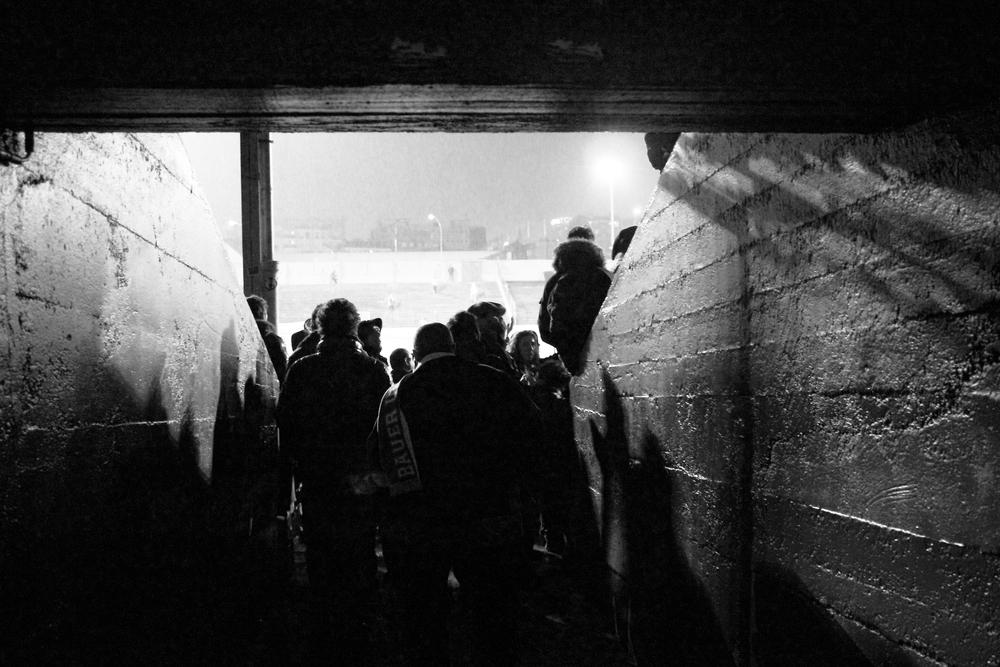 Indgangen til den ene langside på Stade Bauer. Hjemmebane for Red Star FC. Foto: Hugo Cadena