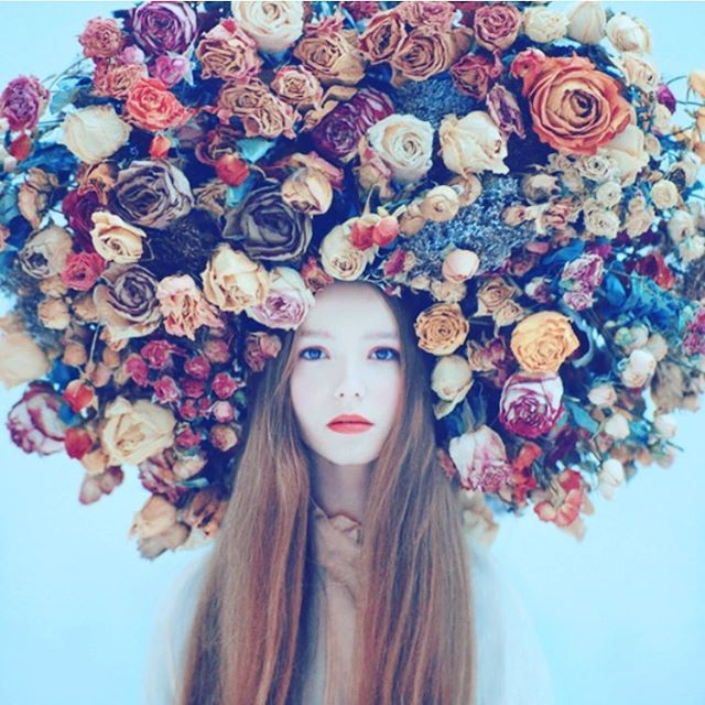 Happy #InternationalWomensDay 🌻 Let's use this day to remind ourselves to be supportive of all our fellow females - we're stronger united than divided 💪🏼 #iwd #iwd2017 #women #girlpower #female #strength #thefutureisfemale #flowers #headdress
