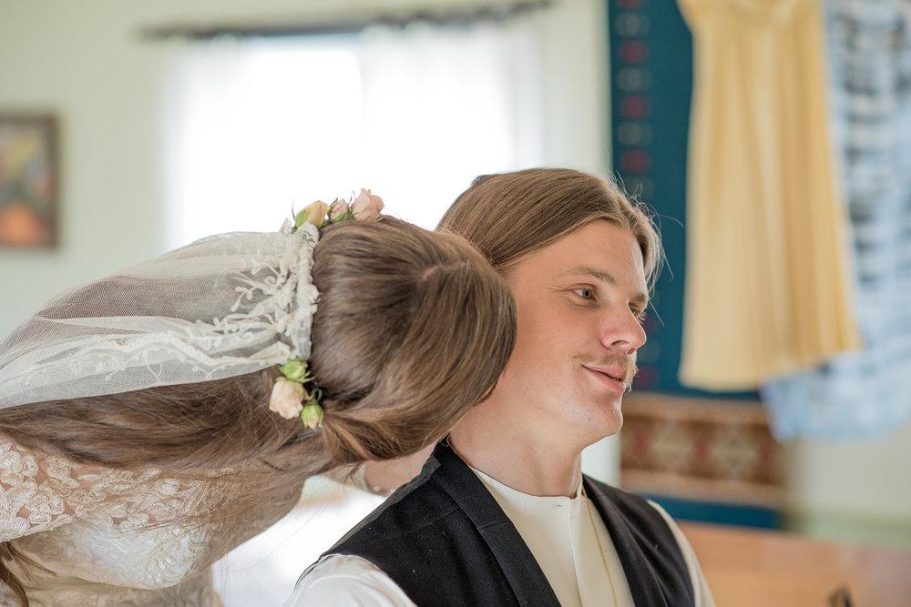 Bohemiskt lantligt bröllop i gammal byskola-11.jpg
