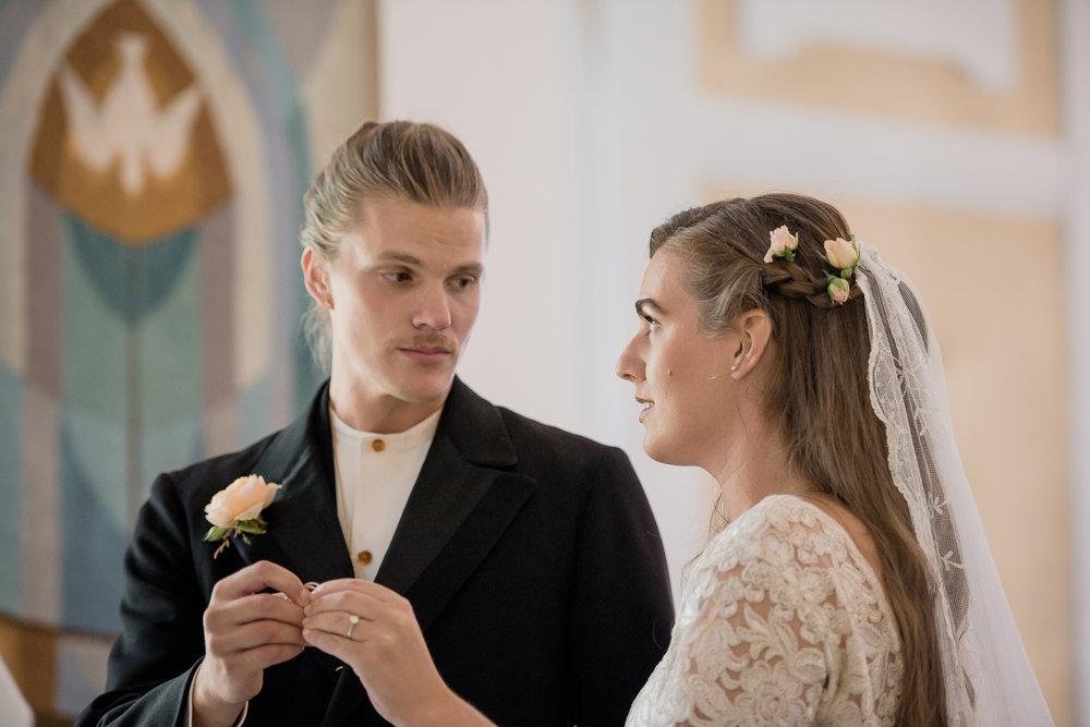Bohemiskt lantligt bröllop i gammal byskola-47.jpg