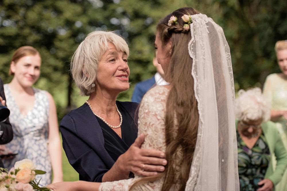 Bohemiskt lantligt bröllop i gammal byskola-59.jpg