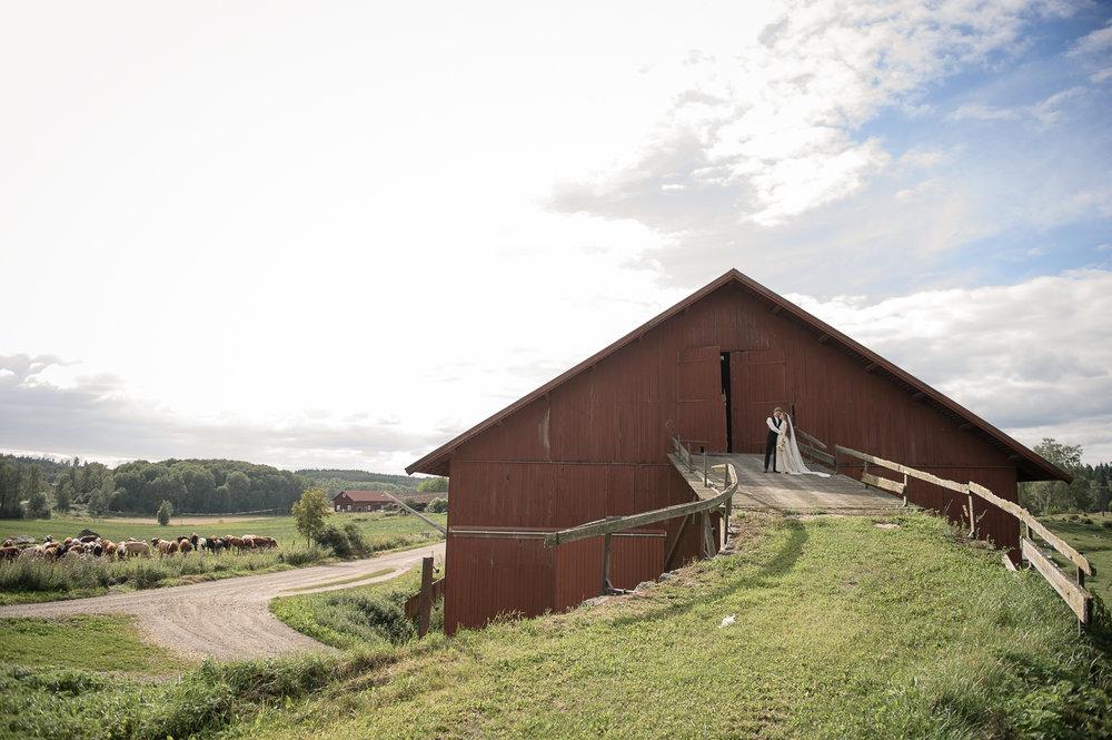 Bohemiskt lantligt bröllop i gammal byskola-69.jpg