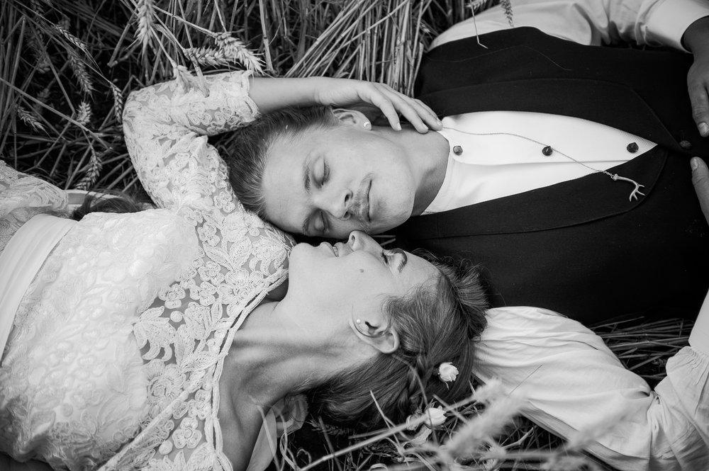 Bohemiskt lantligt bröllop i gammal byskola-82.jpg