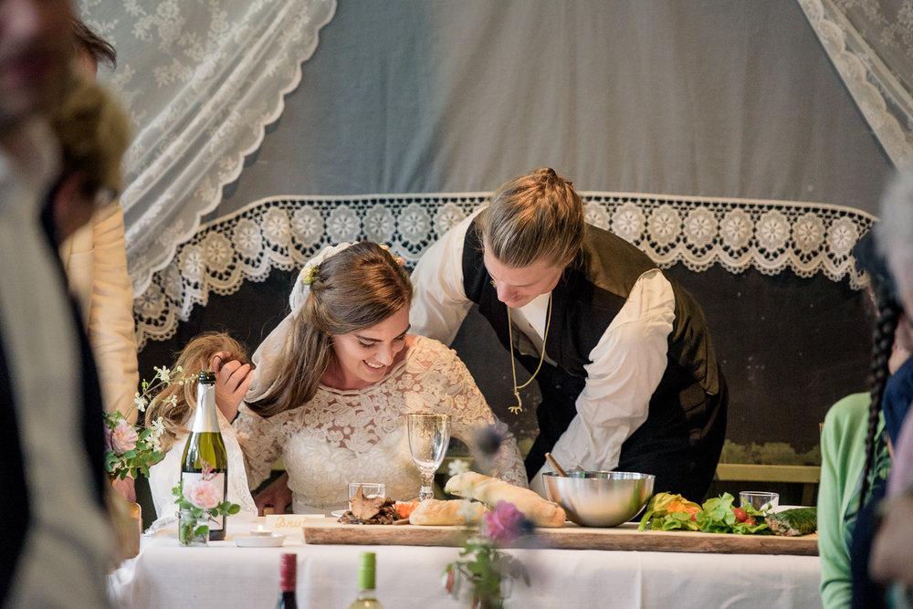 Bohemiskt lantligt bröllop i gammal byskola-140.jpg