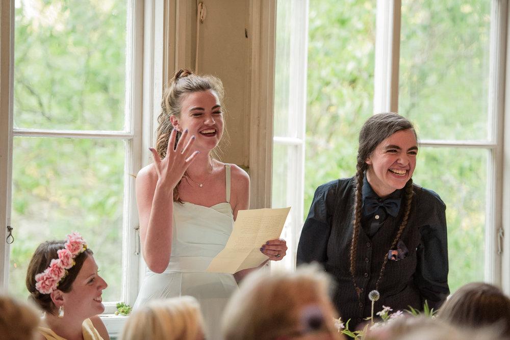 Bohemiskt lantligt bröllop i gammal byskola-147.jpg