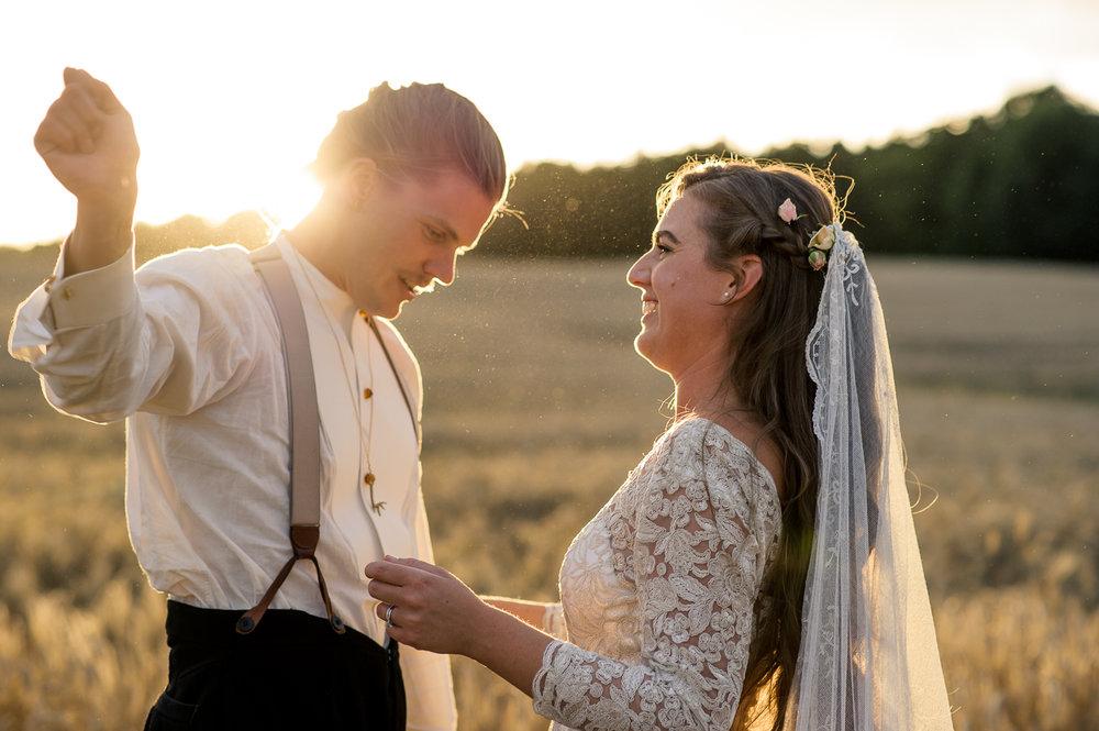 Bohemiskt lantligt bröllop i gammal byskola-155.jpg