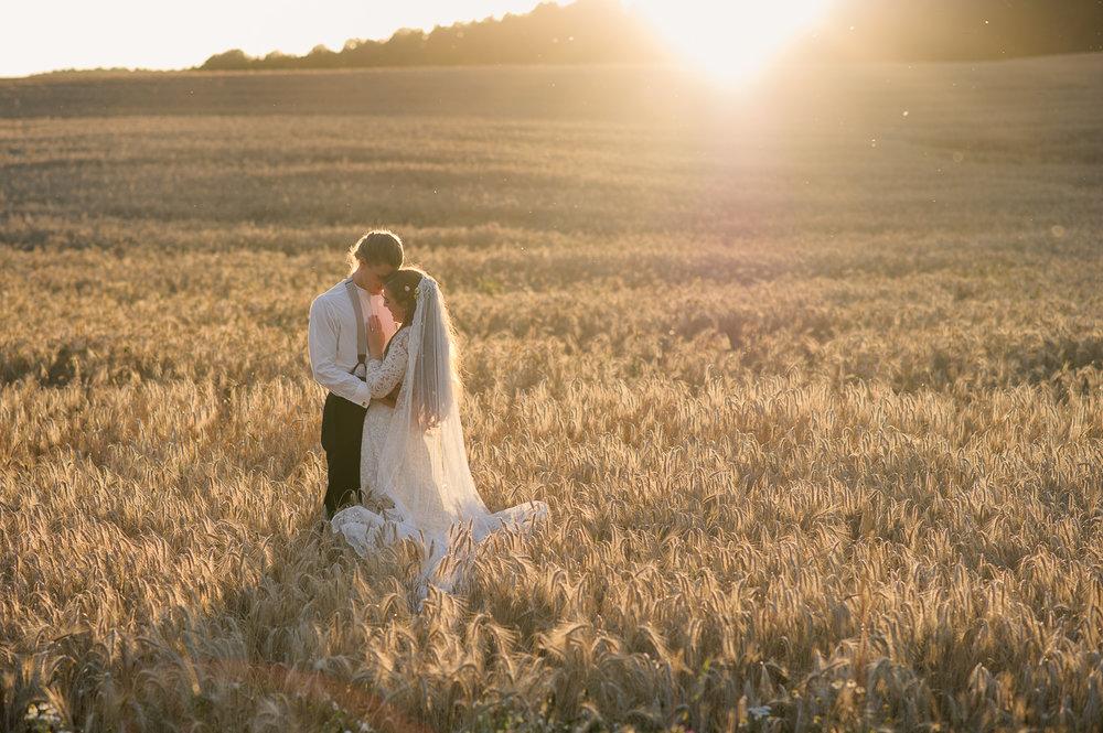 Bohemiskt lantligt bröllop i gammal byskola-153.jpg