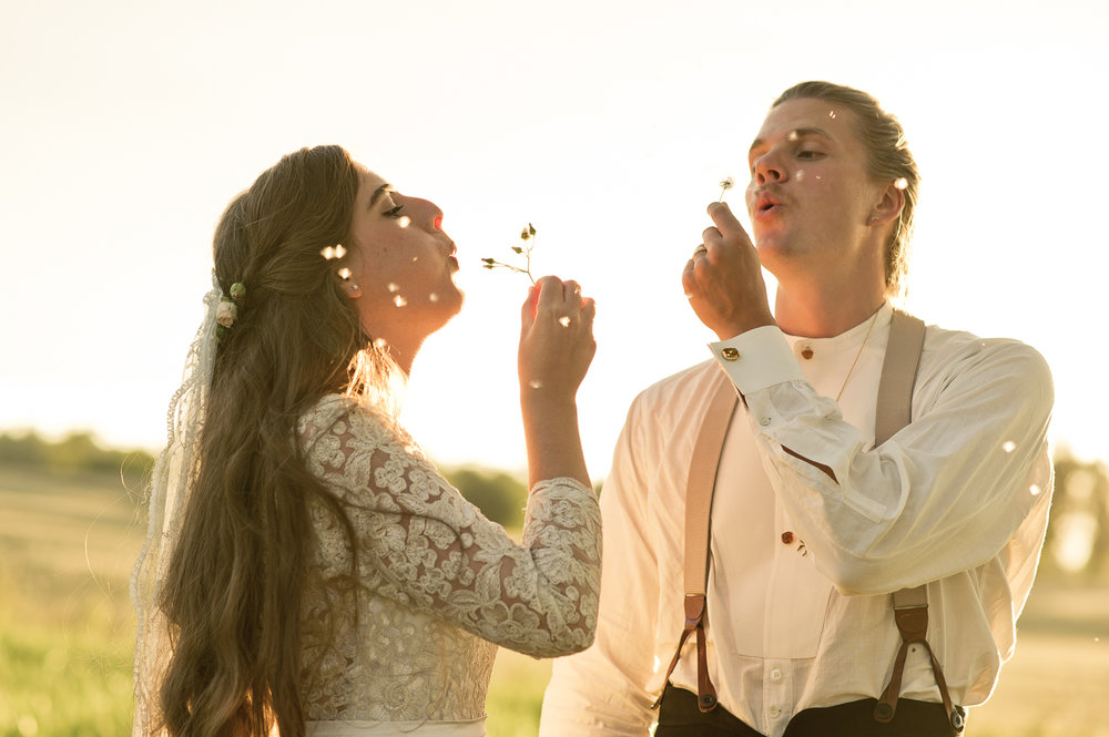 Bohemiskt lantligt bröllop i gammal byskola-161.jpg