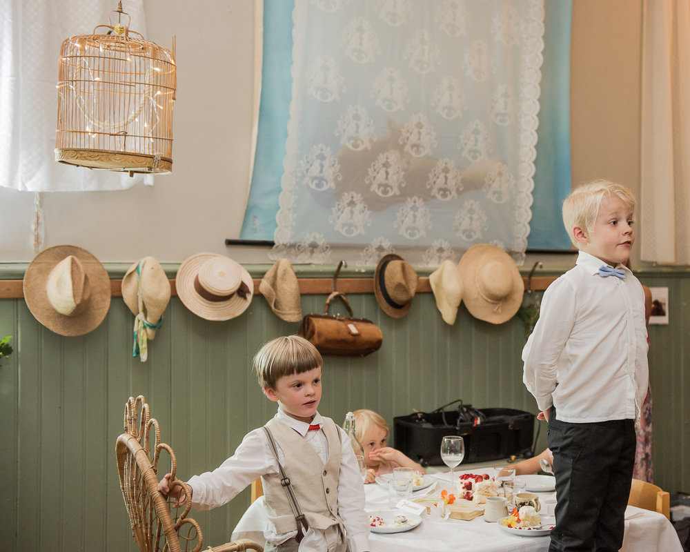 Bohemiskt lantligt bröllop i gammal byskola-185.jpg