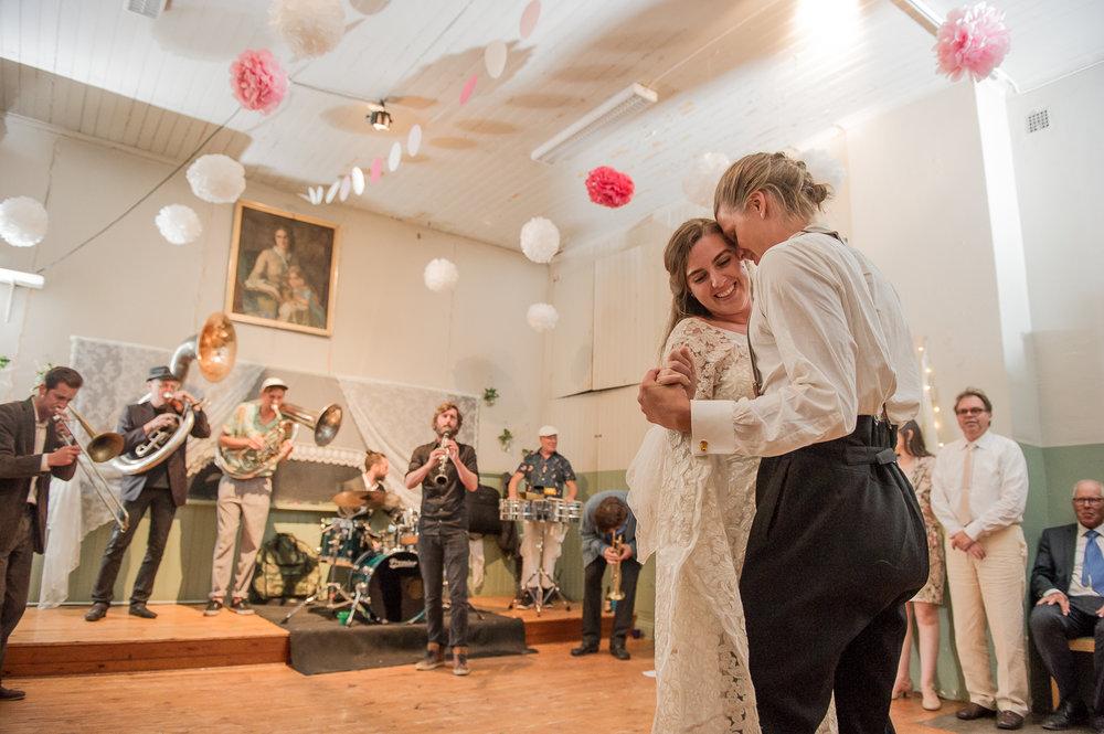 Bohemiskt lantligt bröllop i gammal byskola-195.jpg