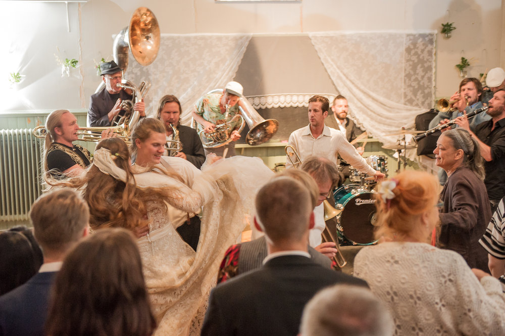 Bohemiskt lantligt bröllop i gammal byskola-196.jpg