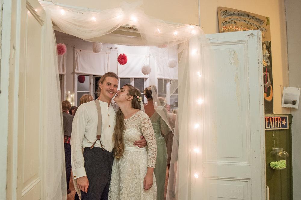 Bohemiskt lantligt bröllop i gammal byskola-206.jpg