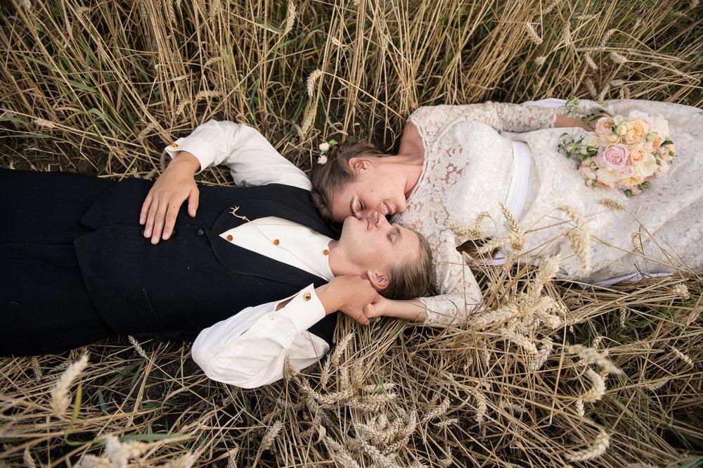 Bohemiskt lantligt bröllop i gammal byskola-87.jpg