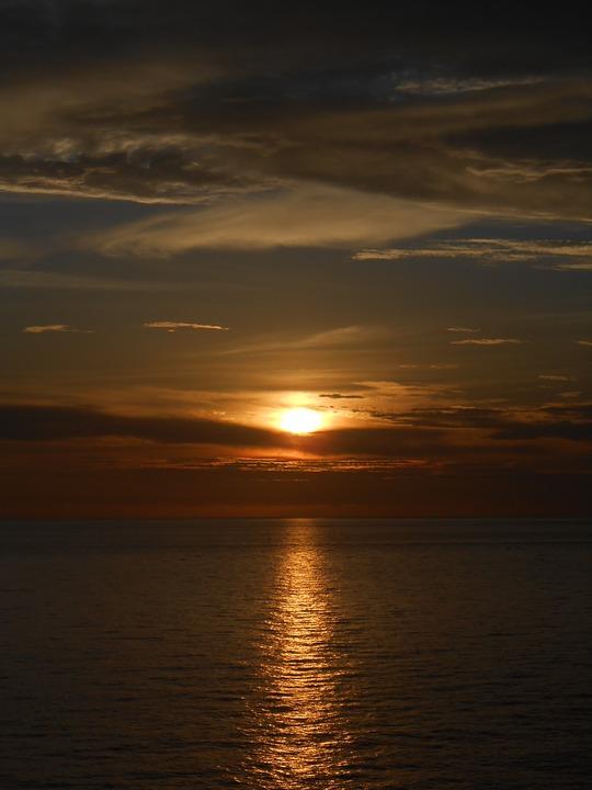 sunset-1882974_960_720.jpg