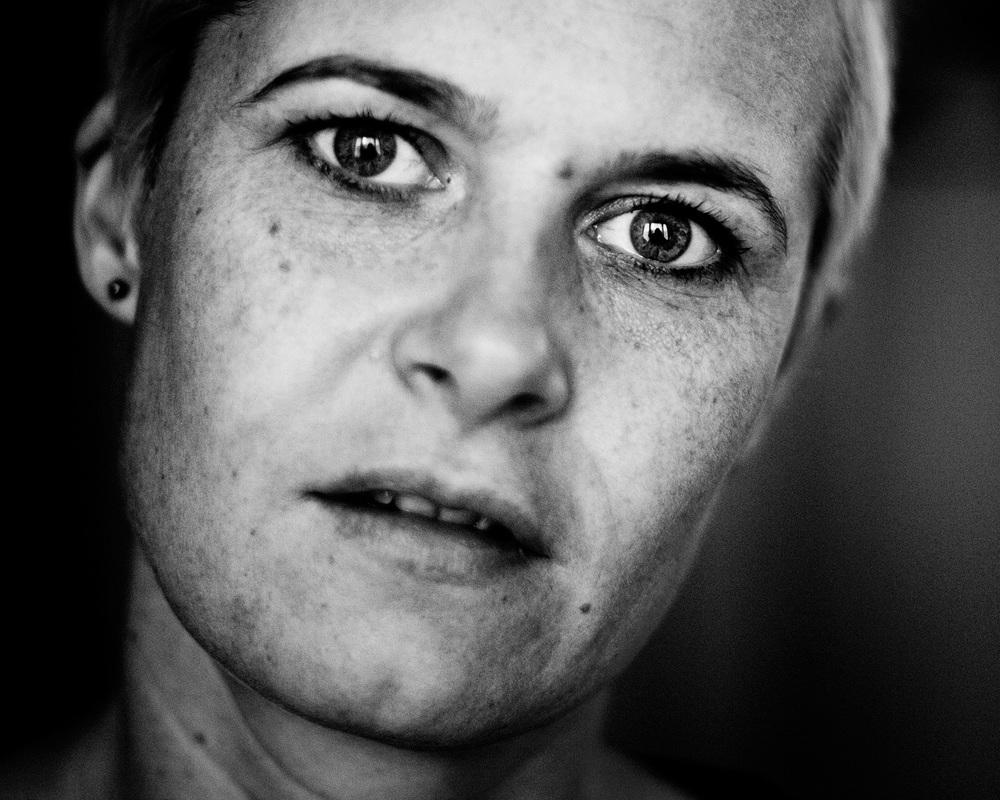 Portretfotografie documentaire zelfportret zwart-wit ogen kwetsbaar Honfleur Eindhoven
