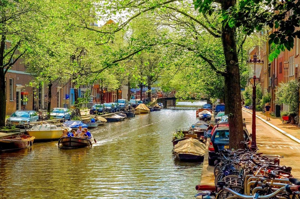 amsterdam-canal--pixabay-2672294_1920.jpg