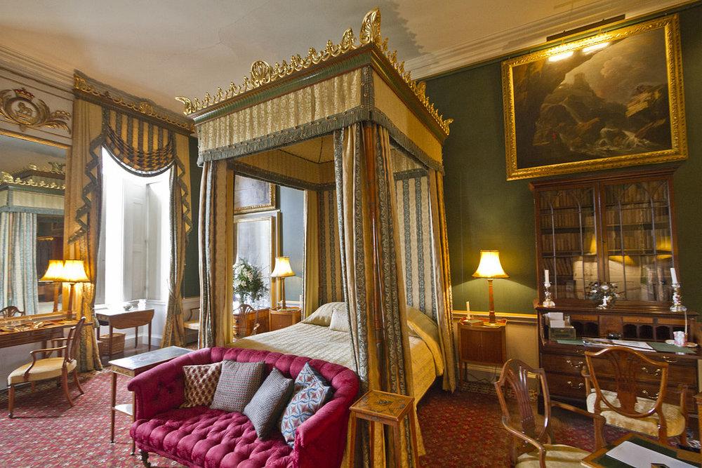 castle-howard-bedroom--wikipedia-1200px.jpg