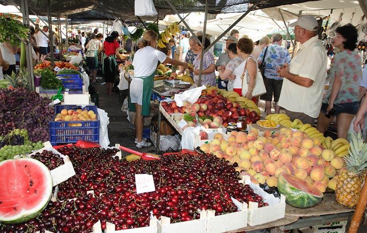 Alcudia-fruit-market.jpg