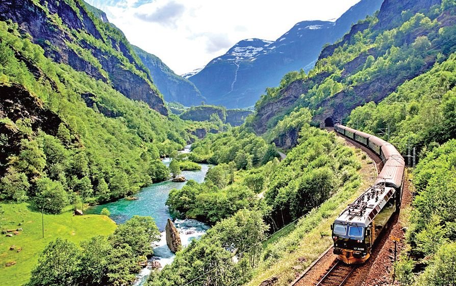 train-travelling-through-Flåm-Norway--c919-gal-115201-1.jpg