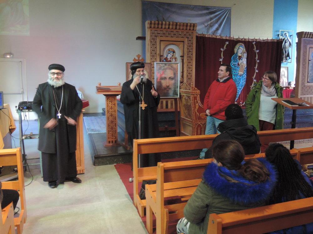 De gauche à droite : -père Cyril (prêtre copte de Rillieux); -Anba Lucas (évêque copte du sud de la France); -père Régis Charre (curé de Vénissieux); -pasteur Nadine Heller (centre Théodore Monot à Vault en Velin)