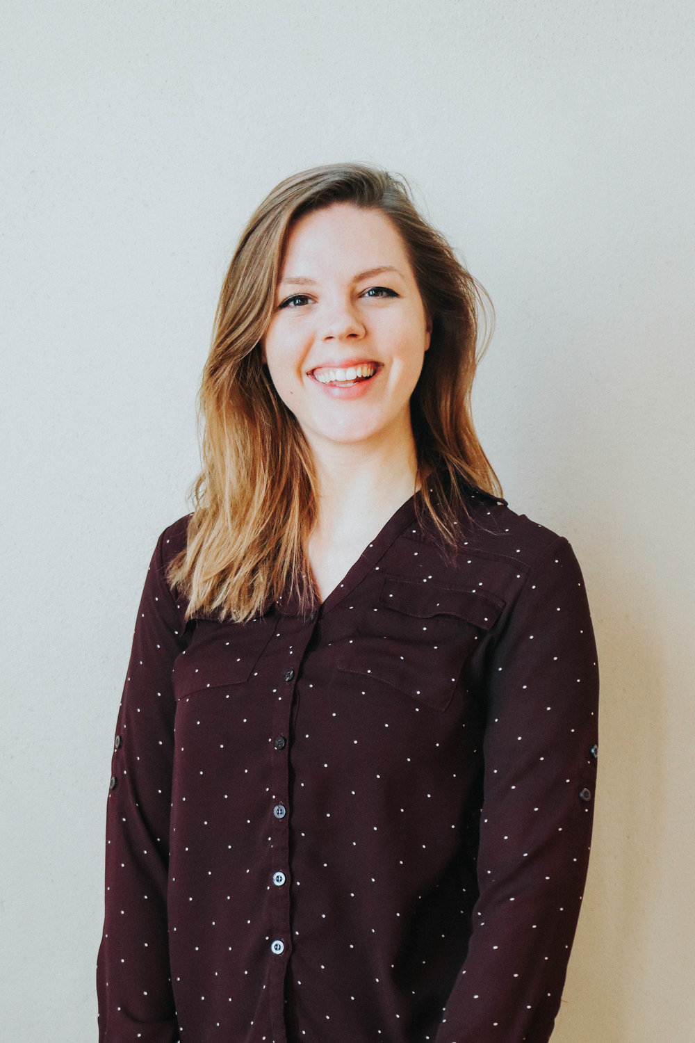 Alayna Nagurny , Editor  Every piece of writing that leaves our office is touched by Alayna. Copy editing all of our documents, instagram content, and client copy, Alayna works with Ringlet and clients to develop and execute beautifully written content for our clients and our company.