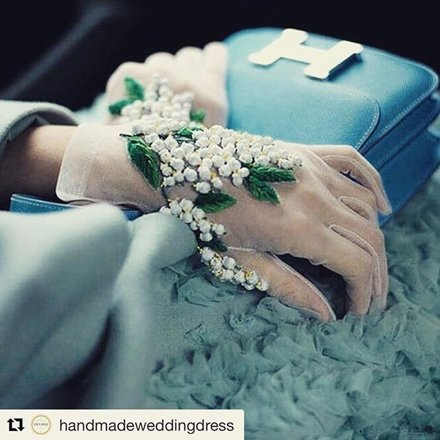 These gloves!  #Repost @handmadeweddingdress ・・・ Such intricate detail, beautiful @couturenotebook  #handmadestyle #hautecouture #bespokedesign #customwedding #yvrwedding #beadedlace #vancitybride #dressmaker #vancouverdressmaker #original #dressdesigner #coutureseamstress