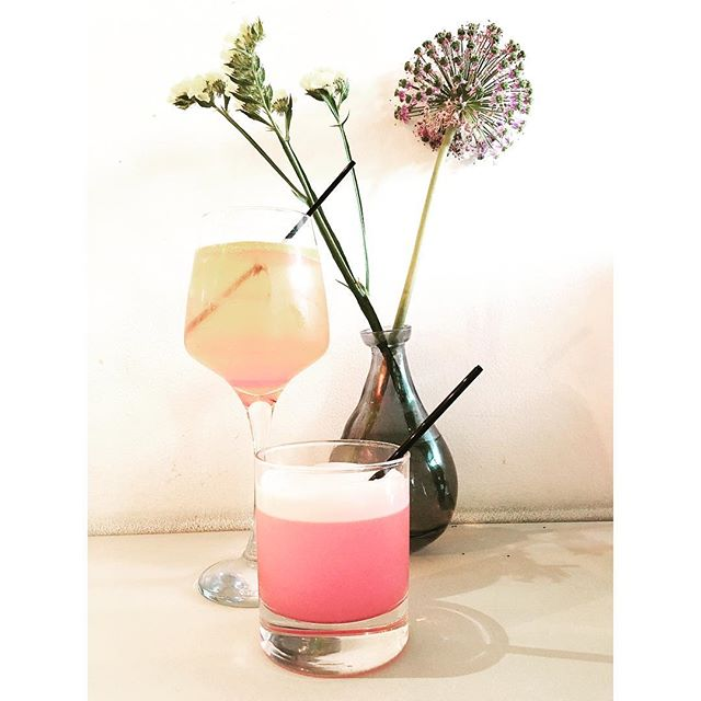 Pretty in Pink. Grenadine whisky sour and an Aperol spritz . . . . . #buhlerandco #cocktails #datenight #prettyfood #pink #pinkdrink #datenight #cocktailhour