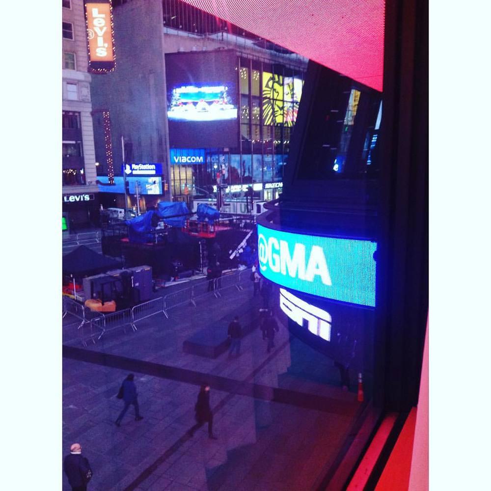 It was sooooo early it was still dark. #GoodMorningAmerica #GMA