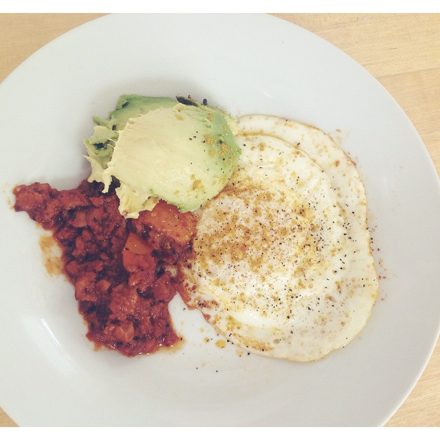 Brunch/Lunch. Sunny side up egg with pepper and curry, avocado, and last night's vegan chili. #egg #curry #powder #avocado #brunch #lunch #chili #beyondmeat #LiveEatConnect