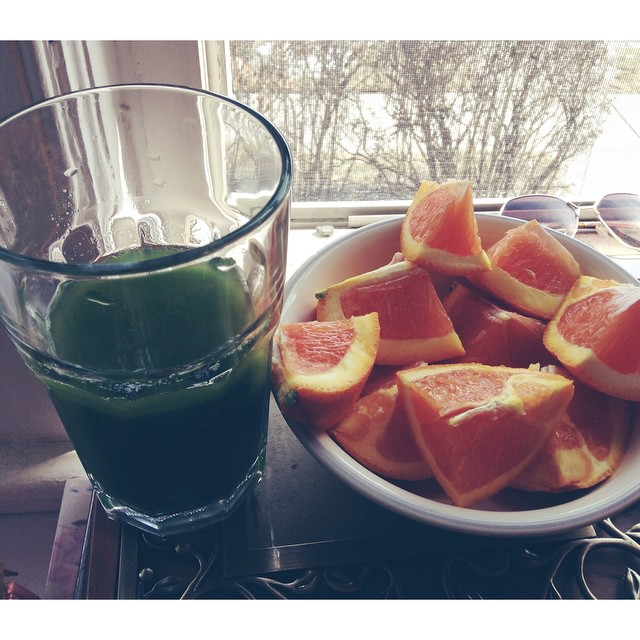#latergram Late Lunch. #cara #orange #oranges #caraoranges #brucebanner #greenjuice #greens #apple #celery #dandeliongreens #dandelion #kale #lemon #ginger #cucumber