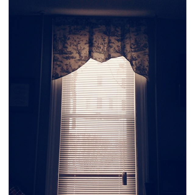 Valentines Morning Window. This I love. #HappyValentinesDay #Love #mornings #simplepleasures #livehappily #LiveEatConnect #thecitruslife