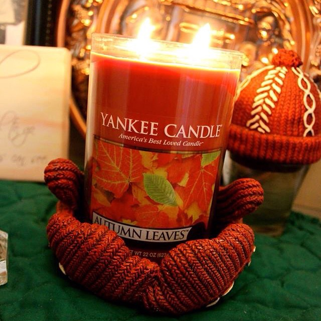 My favorite #yankeecandle scent #autumnleaves A perfect scent for the evening. #Halloween #HappyHalloween #livehappily