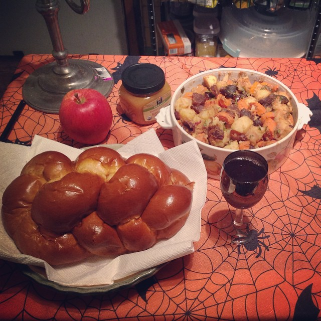 Hope your new year is smooth and sweet. #LShanahTova #RoshHashanah #2014 #livehappily #connectspiritually #thecitruslife #challah #apples #honey #Tzimmes #grapejuice #wine