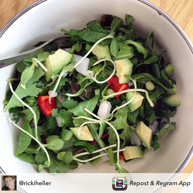 This salad from @rickiheller looks super yummy and simple. #crave #eatnaturally #thecitruslife