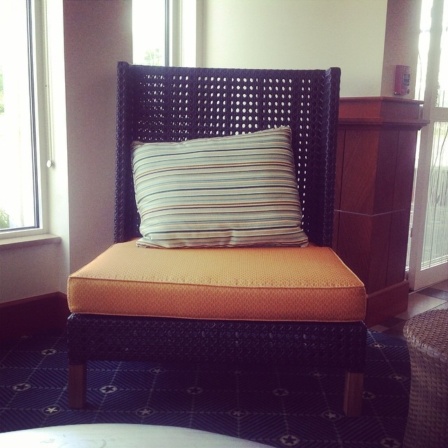 Love this set of gigantic chairs here at #TheHilton #GardenInn #connecticut #vintagetwinsdesign #thecitruslife